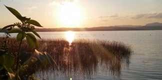 guardarsi dentro - oltre la superficie - lago di garda